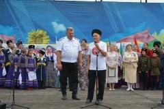 У микрофона Атаман Пивнев слева  Валерий Анненков